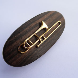 Posaunen-Pin in Silber 925 vergoldet, montiert auf Holzuntergrund, Preis auf Anfrage