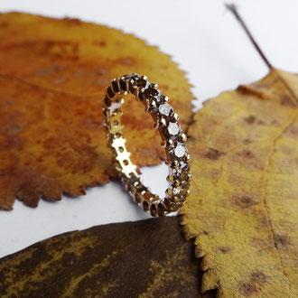 Alliance-Ring in Gelbgold 750 mit naturfarbenen braunen Brillanten im Farbverlauf, Preis auf Anfrage