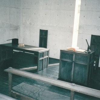 家具の十字架意匠