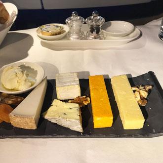 Käseplatte auf dem Flug nach Hongkong