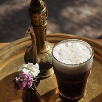 Sherezad - Kaffee mit Baileys, Schokolade, Milchschaum und einem Hauch Orangenvanille