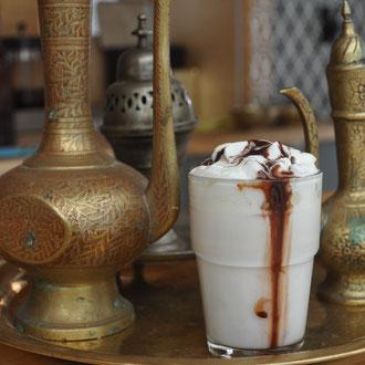 Habibi - Weiße Schokolade marmoriert mit dunkler Schokolade und Pienienkernen
