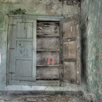 Stanza n. 10 (viaggio sola) - Room n. 10 (I travel alone)- Stampa Giclée su carta cotone Hahnemuhle, cm 50x75,  Ed. n° 7 + II p.a.