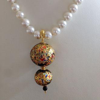 Doppelte Venezianische Barock-Glasperle mit einer Onyx-Perle und Silber vergoldete Elementen. Mit einem Klapphaken, an jede Kette einzuhaken.  Euro 179,- ( Ohne Perlenkette)