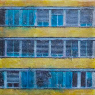Postgebäude, Viktoriaplatz – 2018 – Wachsmalerei und Fotocollage auf Holz –10 x 10 cm – verkauft