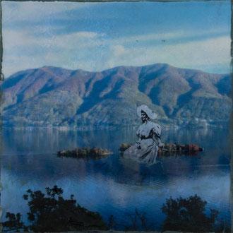 Baronessa, Isole di Brissago – 2017 – Wachsmalerei und Fotocollage auf Holz –15 x 15 cm – verkauft