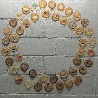 Kaffeekränzchen – 2016 – Installation mit Kaffee-Pads – Preis auf Anfrage