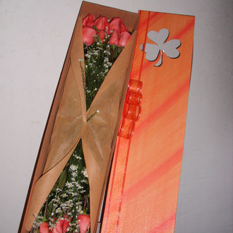 REF. 11 CAJA DECORADA ROSAS DE COLOR SALMON, TUL.