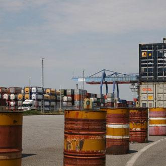 Blick auf den Containerhafen von der Güterhallenstraße aus
