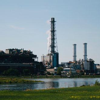 Blick auf das BASF-Werksgelände von der Friesenheimer Insel aus