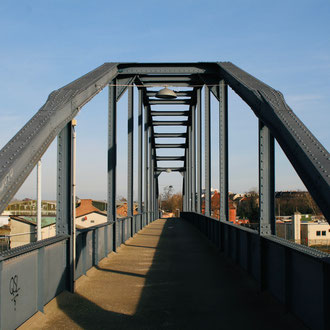 Fußgängerbrücke im Rheinauhafen, Gassmannstraße