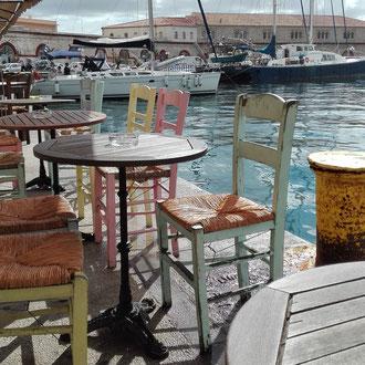 vue d'hermoupolis... où boire un délicieux café grec.