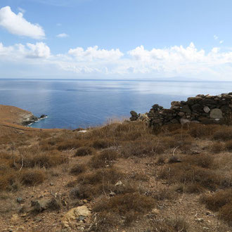 L'île de Syros, que nous avons choisi pour son calme, sa beauté et son énergie incroyable.