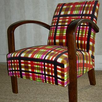 fauteuil art déco recouvert d'un velours madras