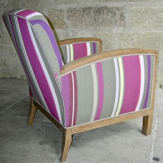 fauteuil art déco recouvert d'une toile bayadère
