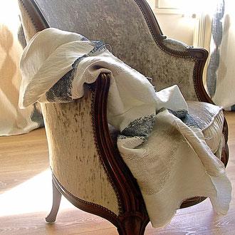 bergère recouverte d'un elours uni