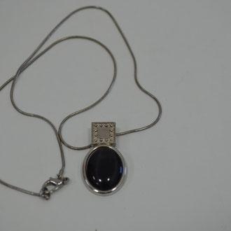 90er Jahre Kette mit dunklem Glas Cabouchon. 3,00 €