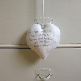 Handbedruckter Herzanhänger aus Jugendstil-Leinen, mit Lavendel gefüllt