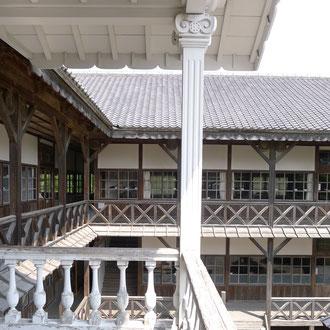 登米市登米町「みやぎの明治村」の教育資料館。