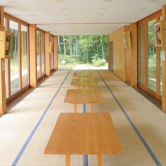 登米市登米町「みやぎの明治村」にある隈研吾設計「森舞台」。