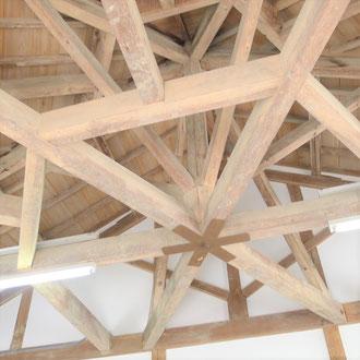 登米市登米町「みやぎの明治村」の教育資料館の木造の架構「六方」