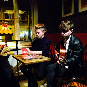 Musikalische Lesung im Café Kune