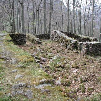 Die ausgegrabenen Fundamente der Burg.