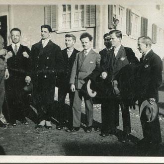 Männerchor Sool, ca. 1930, ganz rechts: Andres Zimmermann, daneben Kaspar Zimmermann, dahinter evtl. Hans Jenny(-Bäbler). Vorne links: Thomas Juon, wirtete zusammen mit Frau Gallati im Bären.