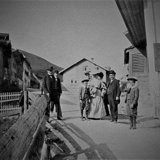Familie im Untersool, 1904 Foto zVg von Güst Berlinger