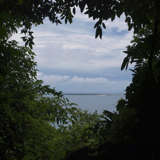 斎場御嶽(セーファウタキ)から久高島をのぞむ 沖縄