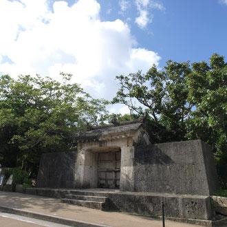 園比屋武御嶽石門(ソノヒャンウタキイシモン) 那覇
