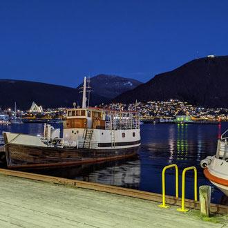 Der Hafen von Tromsø am späten Nachmittag