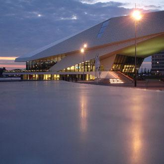Filmmuseum EYE am Jjufer gegenüber vom Hauptbahnhof