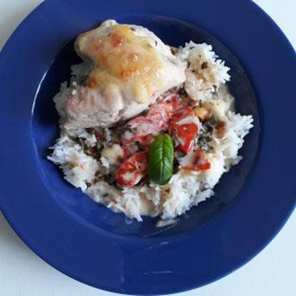 Mediterranes Hühnchen in Basilikumsoße mit Reis, glutenfrei