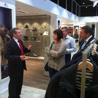 Superbe boutique de l'usine, ouverte cet été, avec le nouveau maire de Sain-James, Nathalie Panassié