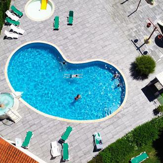 piscine-chauffee-au-camping-a-gastes
