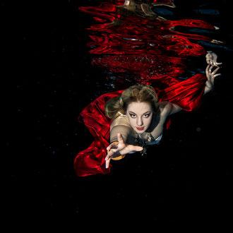 Underwater Model Photographer