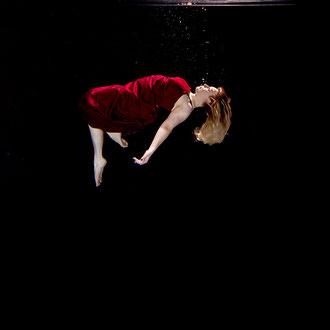 Kunstfotografie Unterwasser von ST.ERN Photography