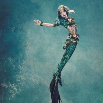 Die grüne Meerjungfrau am Korallenriff