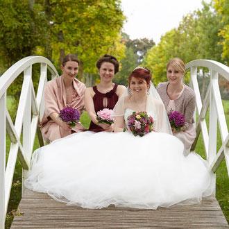 Braut mit Jungfern Gruppenportrait