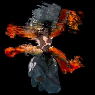 Produktfotografie Unterwasser - Mode Textilien Dessous Fashion