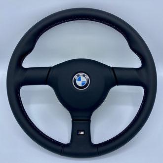 Volant BMX M5 cuir nappa lisse noir, point M, Habillage du centre du volant cuir nappa lisse noir