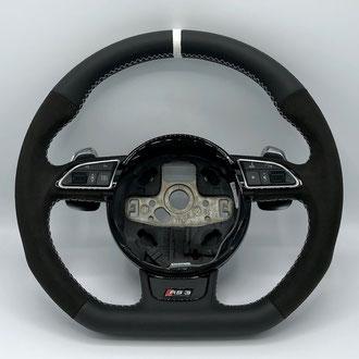 Volant Audi RS3 cuir nappa lisse, Alcantara noir, bande de rappel blanc, point de croix, fil blanc