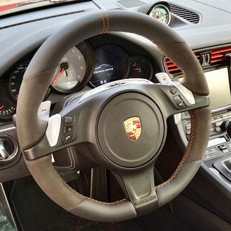 Volant Porsche 911 Carrera cuir nappa lisse noir, Alcantara noir, point de croix, fil orange