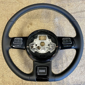 Volant Volkswagen New Beetle cuir nappa lisse noir, point losange, fil jaune