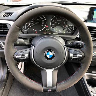 Volant BMW M Performance Alcantara noir, point M