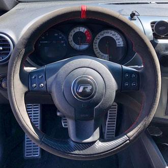 Volant Seat Leon FR Amantéa noir, bande de rappel cuir nappa lisse rouge, point de croix, fil rouge