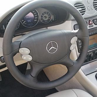 Gainage complet volant Mercedes CLK Cabriolet cuir nappa lisse noir, coutures noires, points losanges