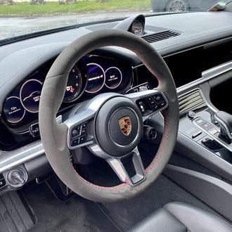 Volant Porsche Panamera 4S Amantea noir, point de croix, fil rouge