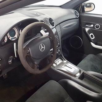 Volant Mercedes CLK DTM 100 exemplaires au monde, Alcantara noir, point de croix, fil noir